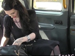 Neonate withous purse deep throats huge dick in fake taxi