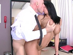 Brazzers - Peta Jensen gets fucked off out of one's mind her doctor