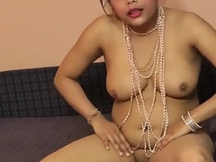 Indian hot babe Rupali engulfing her dildo like giving blowjob - cutecam.org