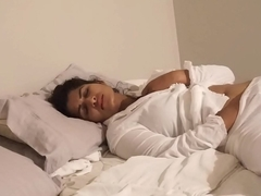 Desi Bhabi bonks herself in bed - Maya