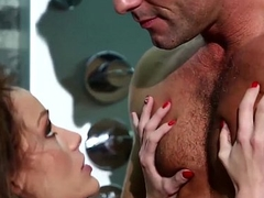 Shower with tiny Sophie Lynx
