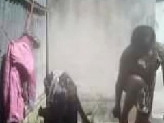 Bhabhi Dress Changing after bath outdoor Hiddencam capture