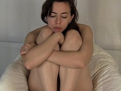 Horny Angelica Vibrates Her Cooshie